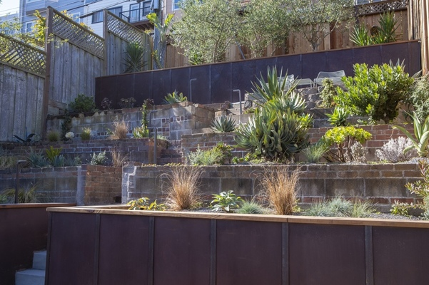 Reasons for Hiring Retaining Wall Contractors