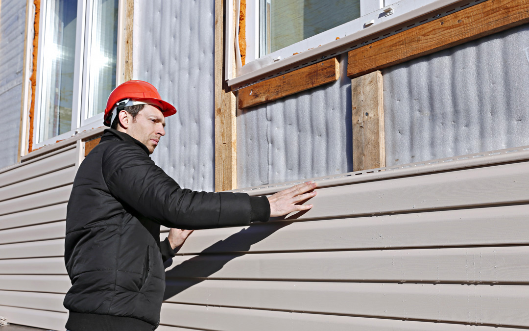 THINGS TO CONSIDER BEFORE HIRING A SIDING CONTRACTOR